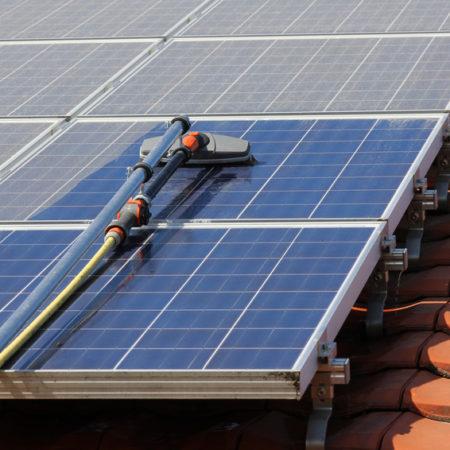 Säubern von Solarmodulen